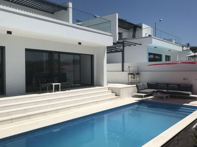 Photo for Comfortable villa with pool near the beautiful beaches of the Silver Coast