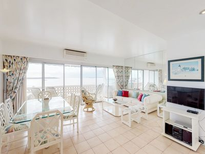 Photo for Espectacular apartamento frente al mar - Bayfront condo w/ ocean views