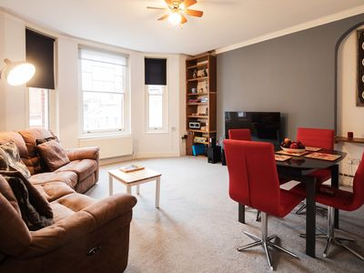 Photo for Within walking distance of all London's top attractions! 2 bed apartment (Veeve)
