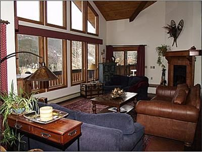 Spacious Living Area with Deck Access, Fireplace