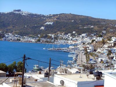 Photo for Duplex with large terrace and panoramic views of the harbor and the Chora