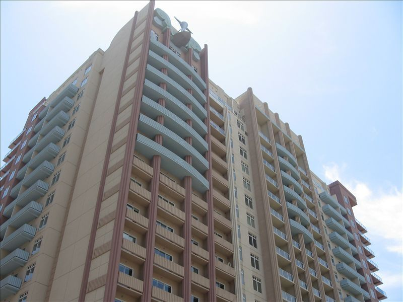 Downtown Long Beach Luxury High Rise Condo-Walk to Pine/Beach