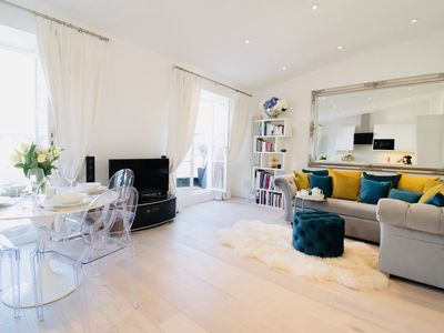 Photo for Notting Hill Luxury 1 bed apartment, sleeps 4 quiet with garden and city views