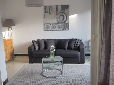 Photo for Beautiful spacious and comfortable apartment, 50 meters from the sea ...