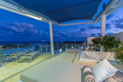 Penthouse 09 Ocean View Private Rooftop Terrace with Romantic Night Ambiance