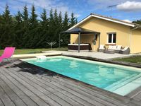 Lovely clean modern villa, fantastic heated pool, great hot tub, quiet location, near to Mimizan