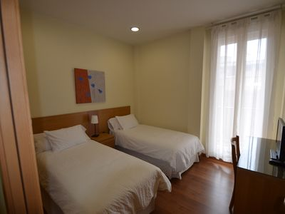 Photo for Great apartment up to 6 people close to fine arts circle Madrid.