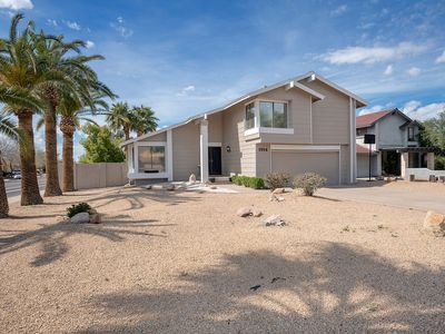 Photo for Spacious Modern Home w/ Easy Access to Many AZ Attractions and Nightlife!