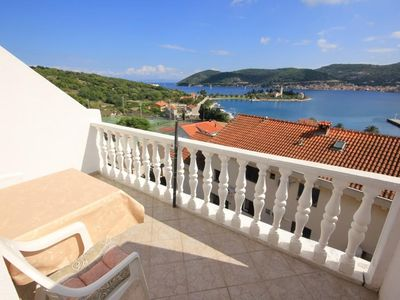 Photo for One bedroom apartment with terrace and sea view Vis (A-8531-b)