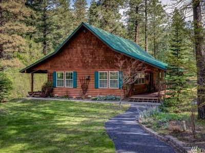 Photo for Cozy Cottage, Hot Tub, WiFi, Cable, Leavenworth