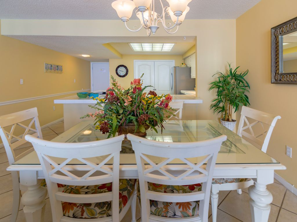 Amazing 2 Bedroom Condo On The Beach With Beach Service And Full Of Amenities Destin Florida