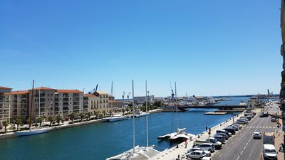Photo for Apartment facing canal and sea center Sète