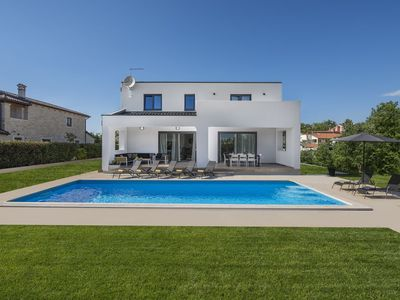 Photo for Modern luxurious villa for 8- 10 people with private swimming pool near Porec