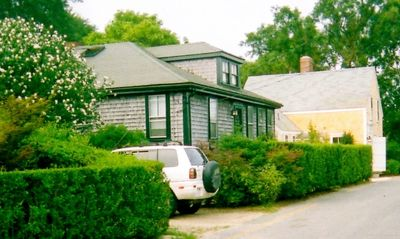 Beautiful, newly restored bungalow in Nantucket, special rates availableTown