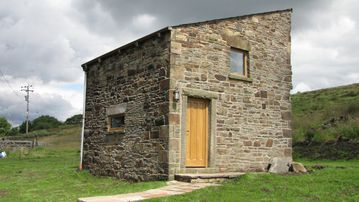 Beautifully renovated traditional stone barn cottage.family and pet friendlyWiFi