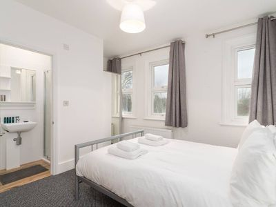 Photo for Modern 2 bed, for 4 Guests in Golders Green!