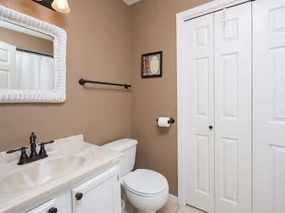 Large en-suite upstairs master bath with big closet, tub/shower combination