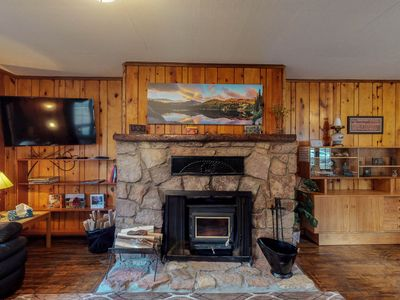 Photo for NEW LISTING! Dog-friendly cabin w/full kitchen, free WiFi, great location