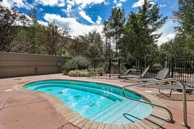 Oversized outdoor hot tub with mountain views, open year round!