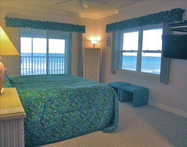 Master Bedroom. King bed, 32' TV, tile shower, miles of beach view, Deck slider