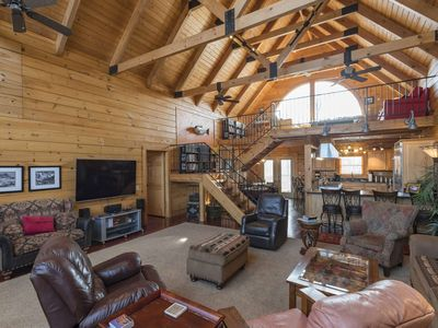 The Retreat - Private Log Cabin Getaway ~ Secluded on 45 Acres Gated Access ~ Huge Deck ~ Pool Table