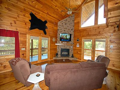 Large Living room w/TV and Gas Fireplace