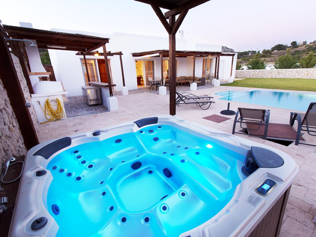 Kallithea Villa Rental   Outdoor Jacuzzi U0026 Pool