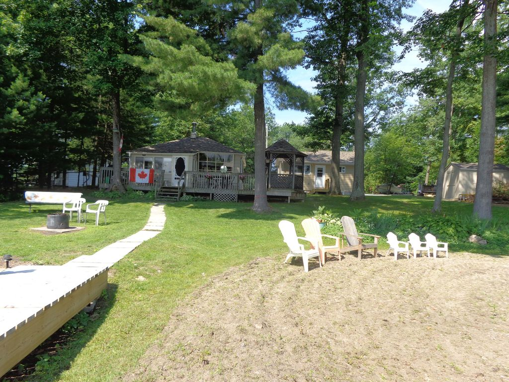 barrie cottage a friendly in rent cottages ontario rentals lawn for pet