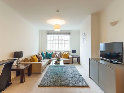 Photo for Spacious 5 Bed  Next to Regents Park Flat 11
