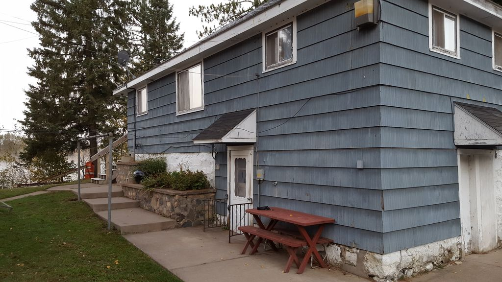 Northwoods cabin fish hunt snowmobile family reunion for Fishing cabin rentals wisconsin