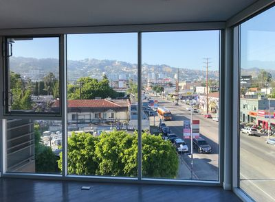Luxury Corner Unit Apartment With An Amazing View Of Hollywood Hills
