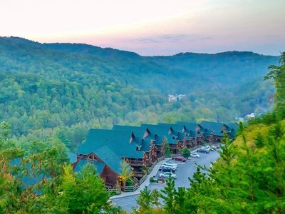 Cabin Style Luxury Condo Spring Break and Thanksgiving available
