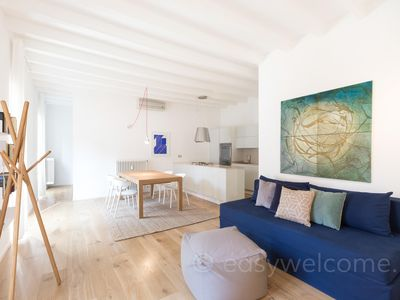 Photo for Blue Urban apartment in Stazione di Milano Centrale with WiFi & integrated air conditioning.