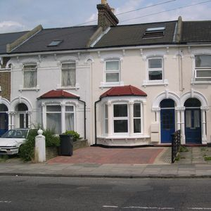 Photo for Three bed apartment in Forest Hill, recently decorated, off road parking.