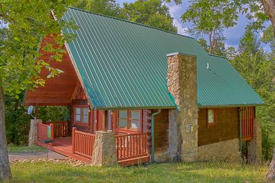 "Fabulous Log Home in the Smokies - Stay in luxury at ""Hidden Romance!"" Beautiful cabin just miles from attractions, restaurants, & shows in Pigeon Forge"