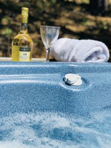 A glass of bubbly is the perfect companion in the spa!
