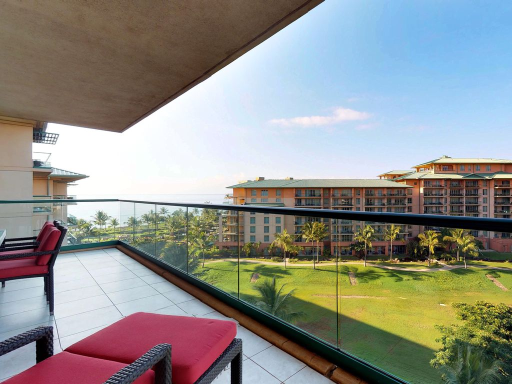 Luxurious, waterfront condo with ocean view, resort pools, hot tubs ...