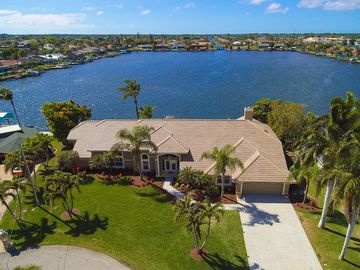 Newly remodeled 4,000sf lakefront home with western exposure