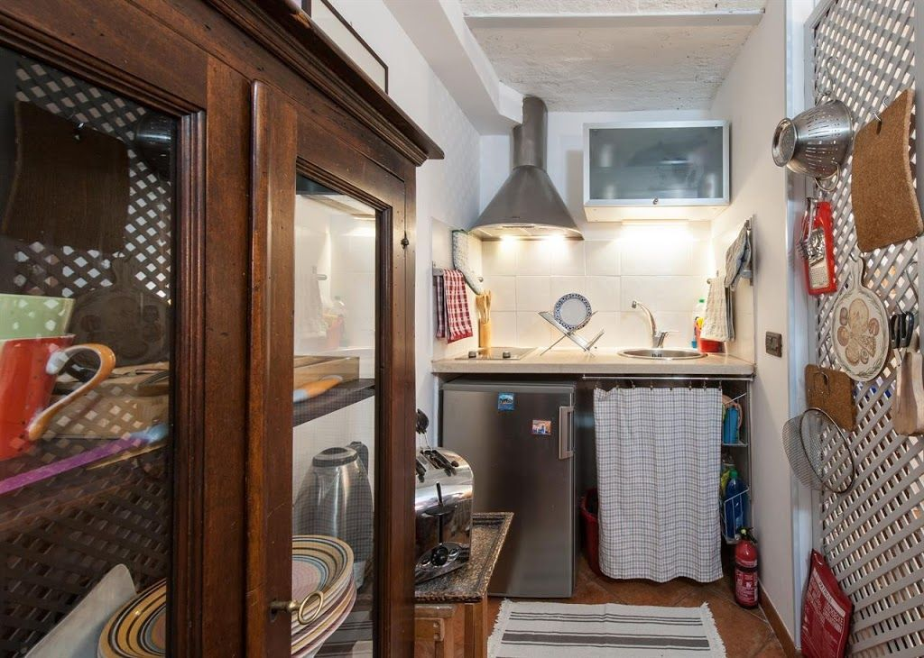 Studio apartment 178 m from the center of rome with air for Studio apartments in rome