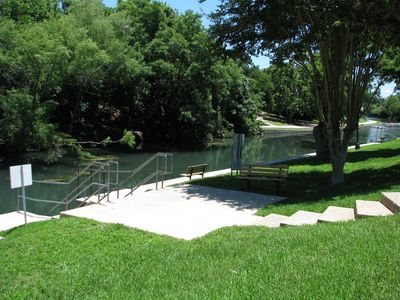 River Run One. On the Comal, Walking Distance to Downtown!