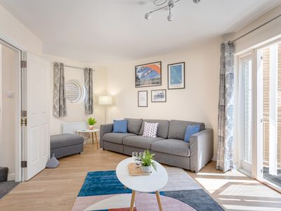 Photo for Fantastic City Centre Townhouse - with Parking