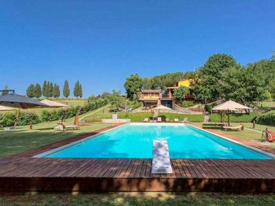 Photo for Colours and scents from Tuscany await you in this wonderful property