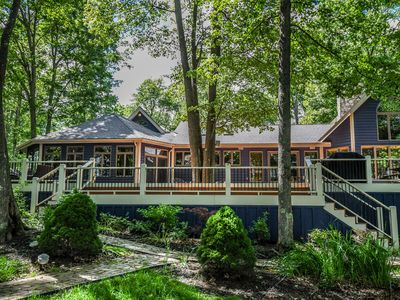 Photo for 700 Ft. of Lake Front, Lake Views & a Community Pool!