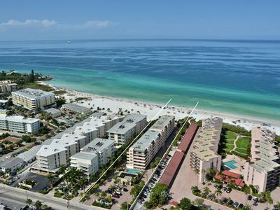 Condo 505 Designer docorated 2BRs 2Bath condo with a glorious view from the top floor at Sea Shell Beach Front Property loacted on Siesta Key Island