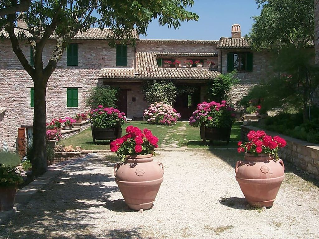 """Garden With Swimming Pool holiday home """"l'oasi"""" in assisi - private entrance, garden with swimming  pool - assisi"""