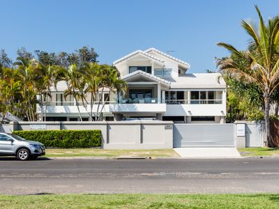 Photo for AQUA ON BYRON - absolute beachfront & close to town