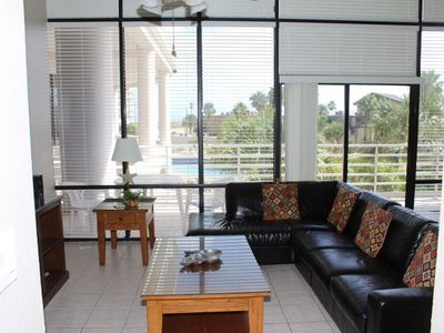 Your Own Island Paradise, Almost 1000 sq.ft.w/16 foot ceiling Very Spacious