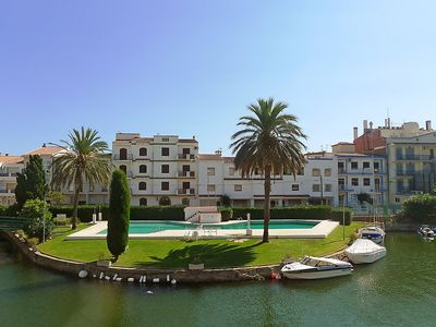 Photo for Apartment in the center of Empuriabrava with Parking, Washing machine, Pool, Balcony (88299)