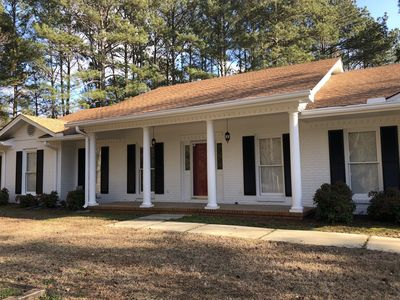 Photo for Spacious ranch home in Marietta! Close to I-75