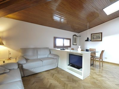 Photo for Piazza San Martino  apartment in Bologna with WiFi, integrated air conditioning & lift.